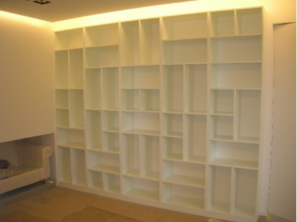 Bibliothèque déstructurée sur mesure