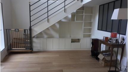 Meuble TV sous escalier